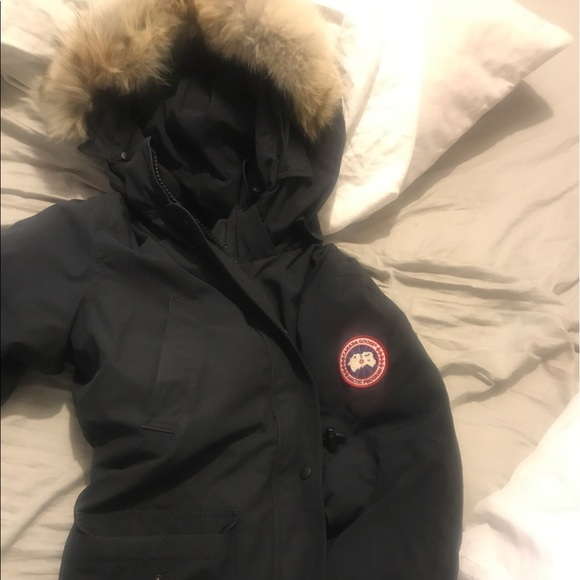 Canada Goose Jackets   Blazers - Women s LARGE Authentic Canada Goose f697c58f80